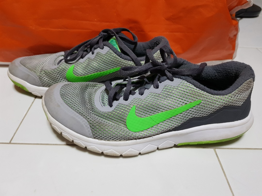 9605b66eed2d Preloved Authentic Green Grey Nike Shoes