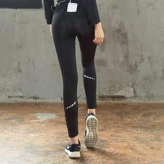🚚 夜跑褲 女 反光設計 運動褲 跑步褲 慢跑褲