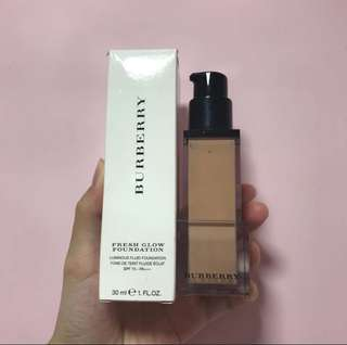 Burberry fresh glow foundation