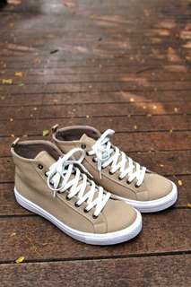 Sneaker mantap bos