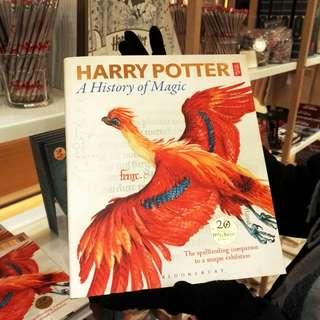 [購自英國]-Harry Potter 20週年特展書籍《Harry Potter A History of Magic》