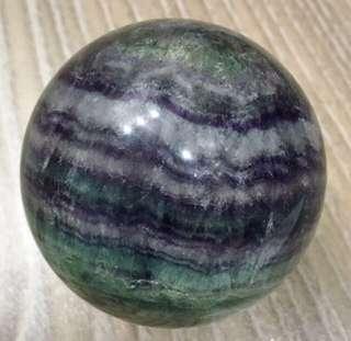💝出清特價中~天然✨螢石球 綠紫相間 6.5cm(含壓克力座)
