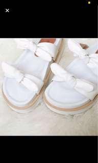 Sepatu putih best seller