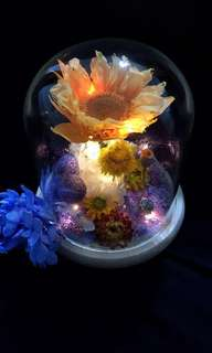 Sunshine - preserved flowers and sunflowers in a glass dome
