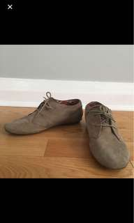 Clark's valleytree gray suede shoes