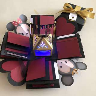 Tsum Mickey Minnie explosion box with lighthouse , 16 waterralla dn 4 pull tab