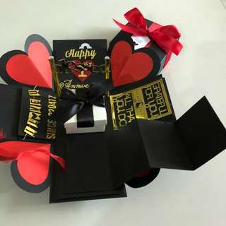 Explosion box with gift box , pull tab in black , red & gold