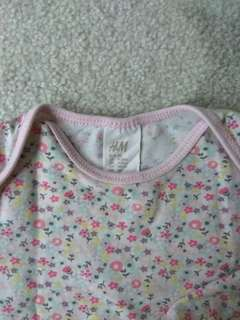 H&M Baby bodysuit set. Size 9-12M.