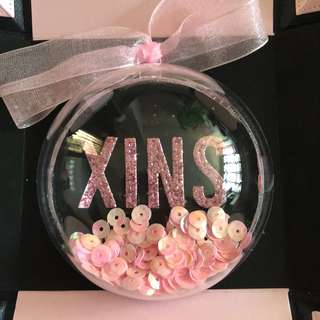 Name shaker ornament in black and pink