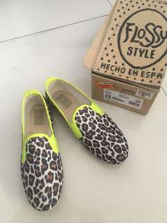 Preowned Flossy Style Leopard w/ Neon Shoes