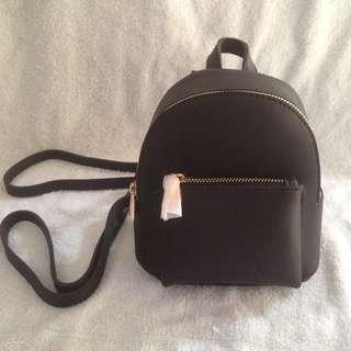 Cute black bag w gold zipper