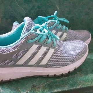 愛迪達運動鞋鞋號25