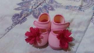 Prewalker / sepatu bayi perempuan