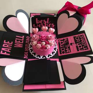Explosion box with cake , 8 waterfall in black and pink