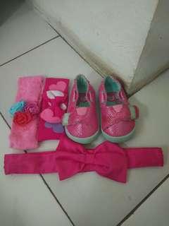 Sepatu dan Bandana