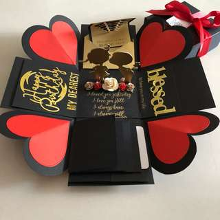 Explosion box with standing couple , 4 waterfall in black , red & gold