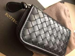 BV~Bottega Veneta 少使用的中性黑色經典零錢卡包