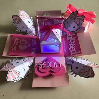 Kitty explosion box with 4 personalised photos in pink