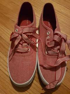 Size 6 Red Ribbon Canvas Shoes