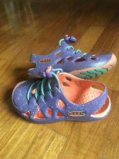 Preloved Keen sandals size 17