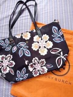 Class A Tory Burch Kerrington floral shoulder bag