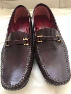 Authentic Women's Salvatore Ferragamo Leather Loafers Size 8B