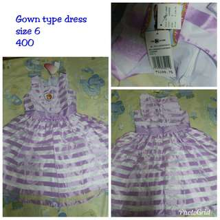 Size 6 gown type dress