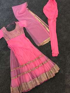 Simple Indian outfit size 10
