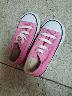 Sepatu Anak Converse Original. Hanya pakai sekali tidak muat