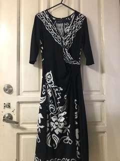 V-neck printed bnw wrap dress