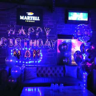 Balloon decoration for club location