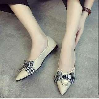 Flat shoes cream