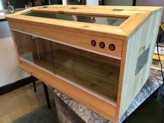 Wooden enclosure cage for hamsters, reptiles