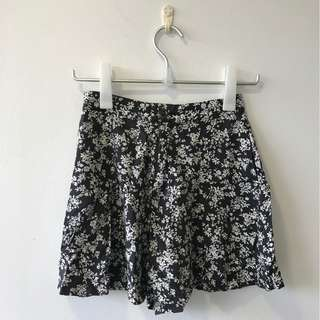Black and White Minimalist Floral Skirt with Pockets