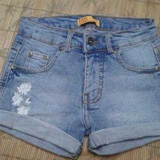 Celana jins pendek anak