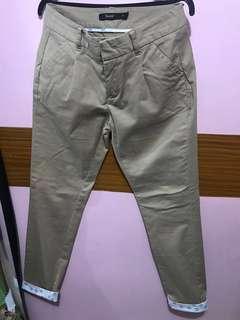 trouser pants (size 28)