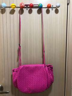 Bottega Veneta Cross Body Bag—多用途首選,帶可調較長短,全新未用過,100%真貨,購自香港專門店,有塵袋但無單(有意及爽快者可有減價空間)