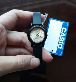Casio analog quartz watch (resin strap)