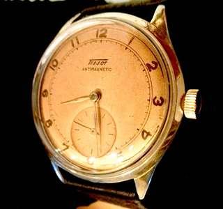 50/60年代 瑞士名牌 天梭撞陀自動Tissot Bumper Automatic Men's Watch 機械男仕腕錶: 罕有100%原裝天梭錶面 Rare 100%Original Dial 細三針運作,Original Gold Filled Case 35mm直徑 原裝天梭包厚金錶殼,運作中。