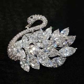 Pint brooch crystal