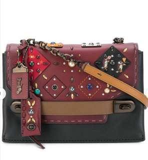 ㊣歐美熱銷新品 COACH 25836 拼接鉚釘手工藝斜背包 珍珠單肩包 時尚女包 拼色時尚女包 附購證