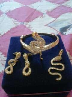 Perhiasan Gelang Satu Set