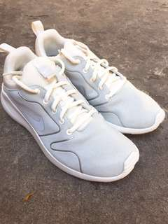 NIKE WHITE RUBBER SHOES