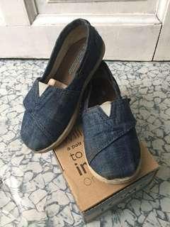 TOMS Kids shoe