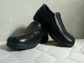 FOR SALE! Black shoes for Kids