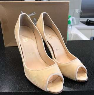 限時!Louboutin Ivory high heels size38