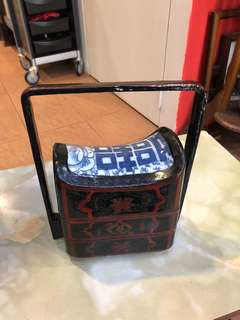 Vintage Chinese 2 tier lacquer lunch box