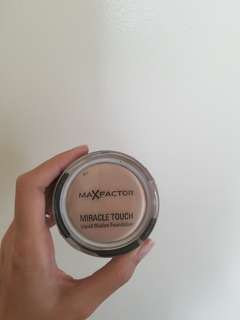 NEW! Max Factor Miracle Touch Foundatoon
