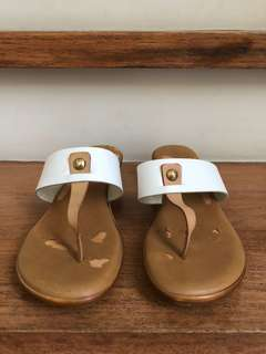 Nine West Brown Leather Worn-out Sandals