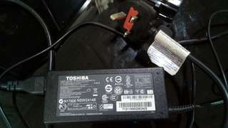 Laptop adaptor toshiba